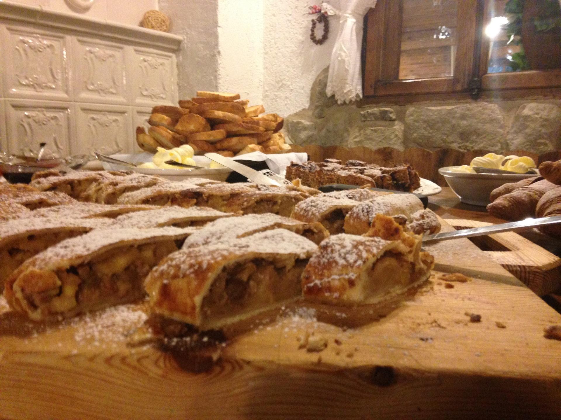 Enogastronomia colazione_Strudel_rifugio La Roda_Paganella Ski (2)